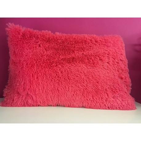Růžový chlupatý polštár
